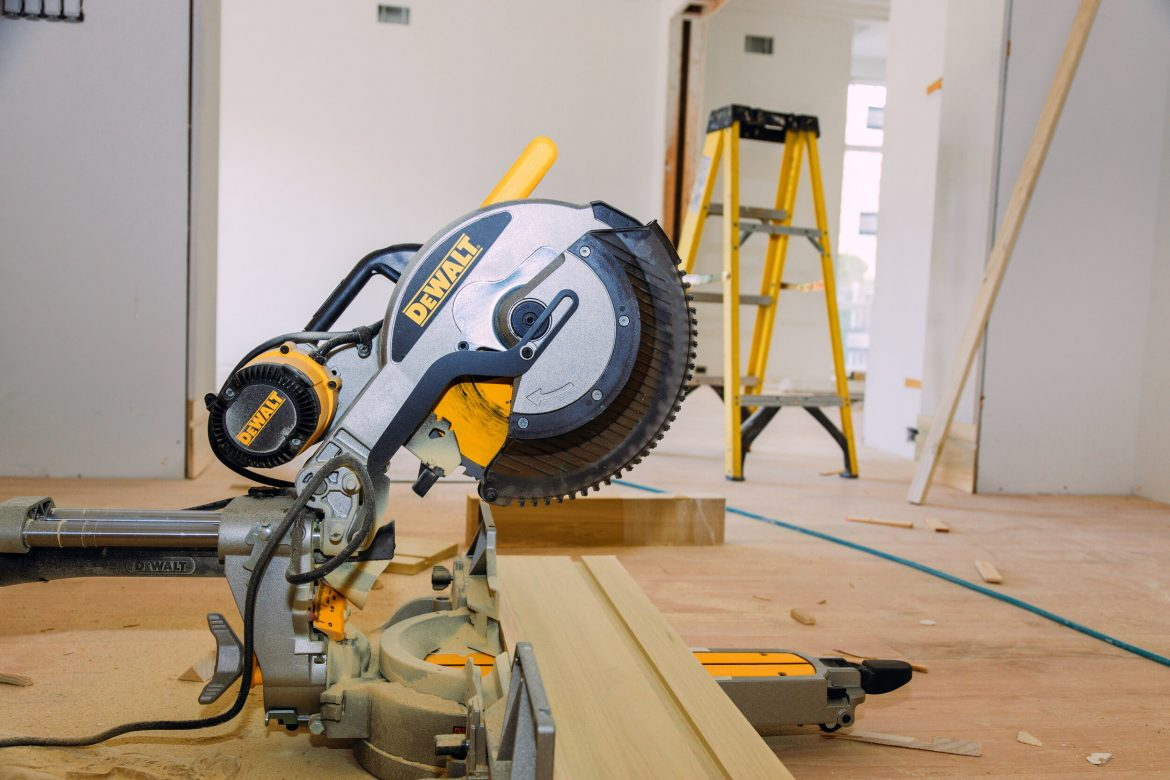 Sliding Compound Miter Saw Uses: Everything You Need to Know 4
